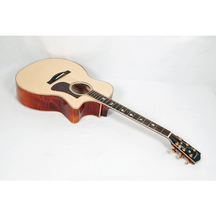 Eastman AC622CE European Spruce / Flamed Maple Grand Auditorium with LR Baggs Element Electronics and Case #04497